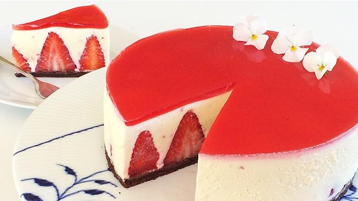 Hvid chokolademoussekage med jordbær - opskrift