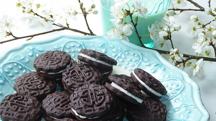 Chokoladekiks med vaniljecreme ala OREO - få opskriften her