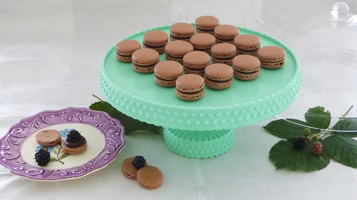 chokolade macarons med brombær - online opskrift