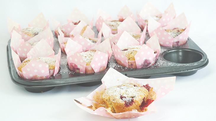 brombærmuffins med hvid chokolade