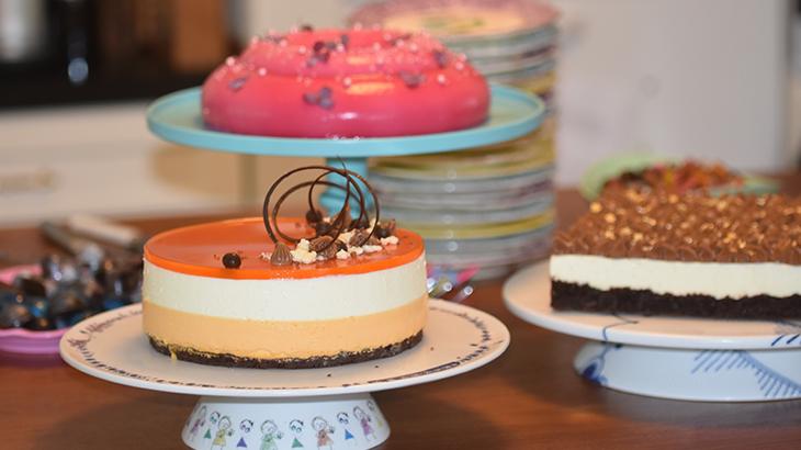 kagebord med cheesecake med havtornmousse