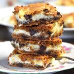 Chokolade cookie-bars med ostecreme