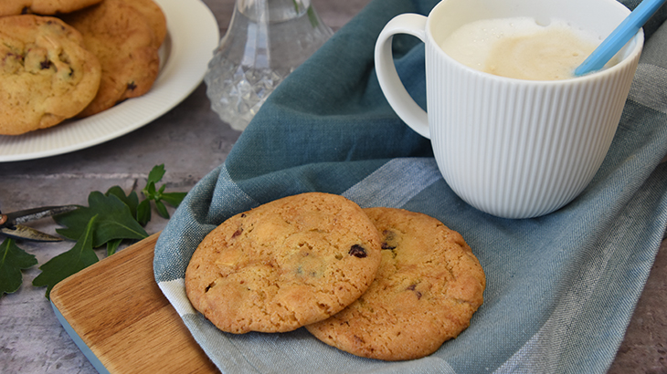 Cookies med hvid chokolade, tranebær og peanuts - tantestrejf.dk