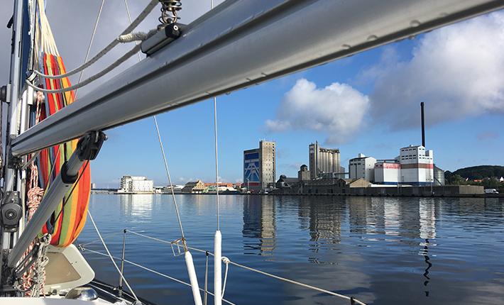 Sejlerliv - Martha sejler gennem aalborg / limfjorden på vej hjem fra sommertogt