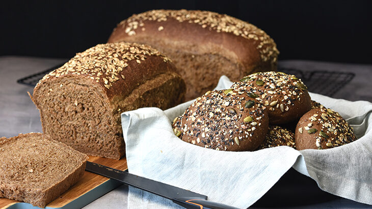 maltbrød og/eller maltboller eller burgerboller. Let og luftigt brød med god smag.
