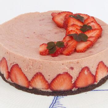 Rabarbermoussekage med jordbær