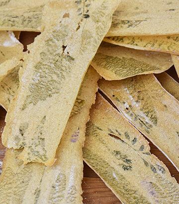 knækbrød med urter og ukrudt