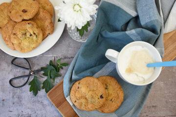 Cookies med hvid chokolade, tranebær og peanuts - opskrift