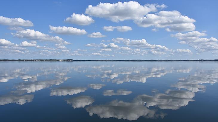 Skyerne spejede sig så smukt i limfjordens vande..