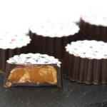 Fyldte chokolader med karamel med havsalt