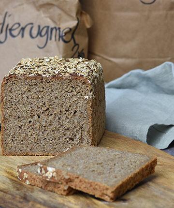 Rugbrød uden kerner - fuldkornsrugbrød bagt med surdej