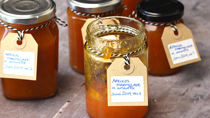 hjemmelavet Abrikosmarmelade med amaretto - opskrift