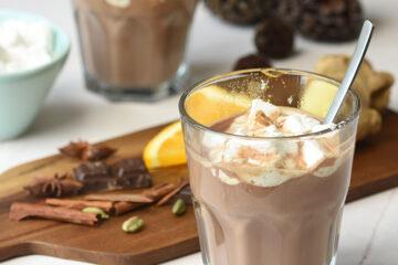 julekrydret chokoladedrik med skumfiduser