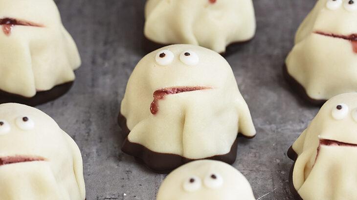 sød kajkage som spøgelse - halloween
