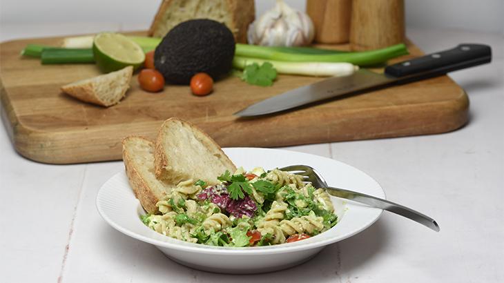 Cremet avocado pastasalat - kødfrie retter