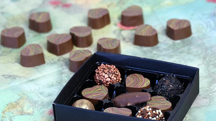 Fyldte chokolader med karamel ganache med Amaretto likør